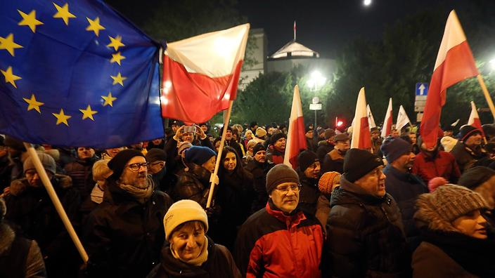 Right-wing lawmakers curb freedom of speech in Poland