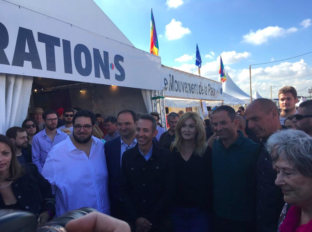 De gauche à droite : Régis Juanico, député, Ian Brossat, chef de file de la campagne du PCF, Marie-Pierre Vieu, députée européenne PCF? Benoît Hamon, fondateur de Génération.s, Yanis Varoufakis, Simone Seban (Nouvelle Donne)