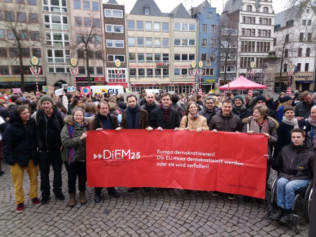 Los activistas de DiEM25 se reúnen en Colonia para impulsar la toma ciudadana de las instituciones europeas el próximo mayo